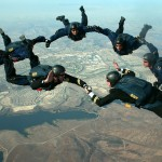 skydivers-81778_1280